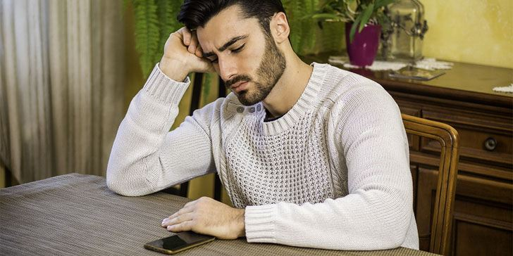 Definite Signs He Doesn T Like You Through Texting